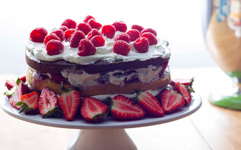 7 Delicious Cakes Baked With Summer Fruits